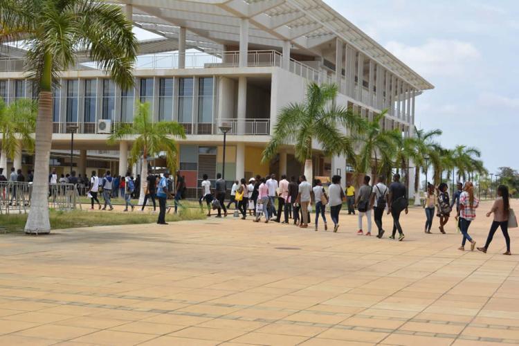 Estudantes das universidades públicas passam a pagar propina