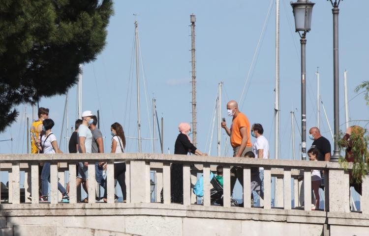 Itália vai contratar 60 mil voluntários para controlar aglomerações