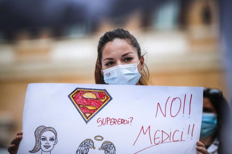 Médicos e estudantes na rua para exigir reforma do ensino
