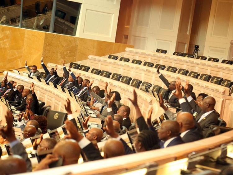 Deputados aprovam conversão de multa em trabalho
