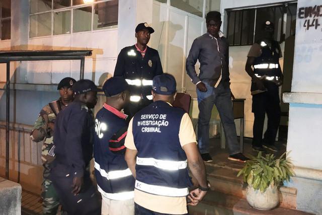 Detidos dois jovens em posse de marfim