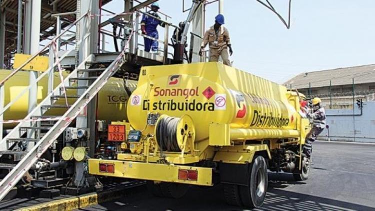 Explosão de cisterna de combustível causa quatro mortes