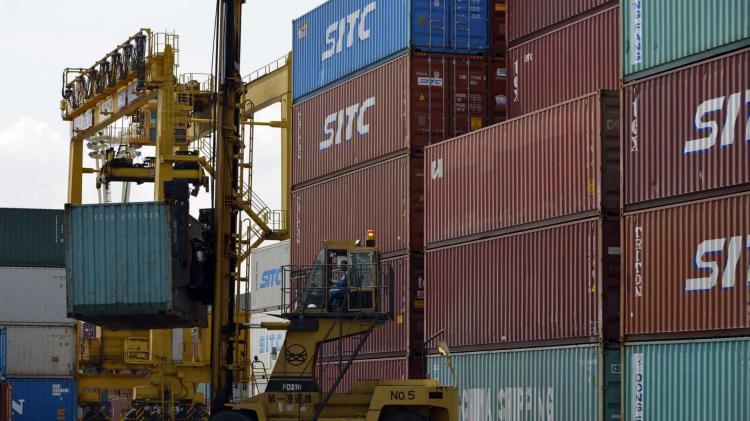Exportações para Angola caem 27,3% e importações descem para metade