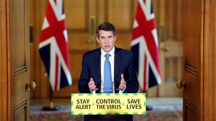 Governo britânico recua na reabertura das escolas