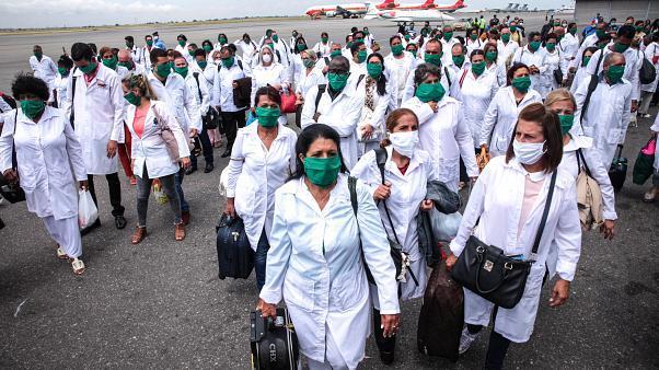 """""""Médicos cubanos é que asseguram saúde em zonas recônditas do país"""""""