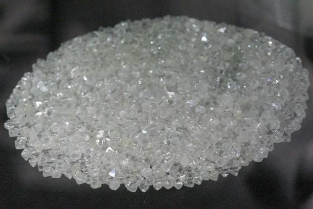 Polícia apreende mais de 100 pedras de diamantes