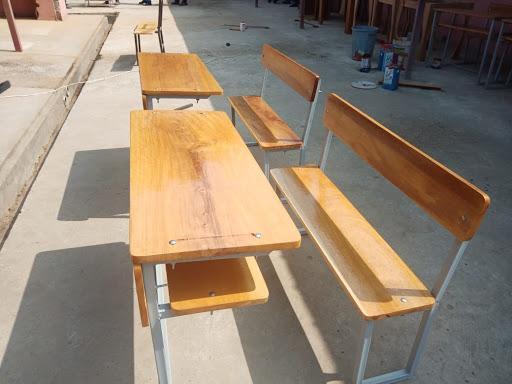 Unidade fabril produz 30 carteiras escolares/dia