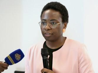 Angola participa do fórum de Paris