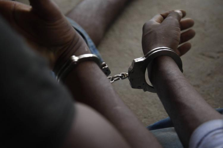 Detidos adolescentes envolvidos em envenenamento de nove pessoas
