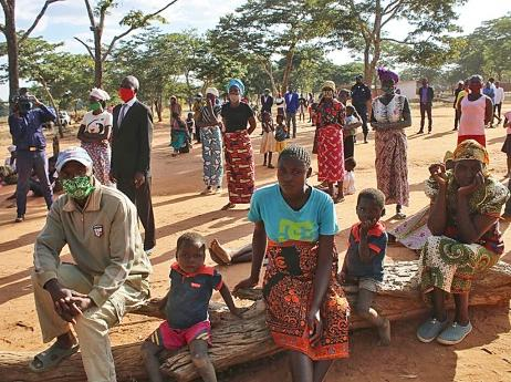 Famílias da Cacula recebem ajuda financeira
