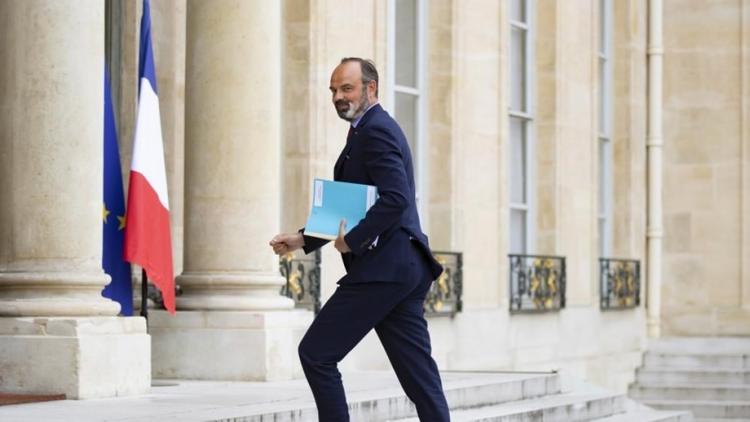 Primeiro-ministro francês demite-se
