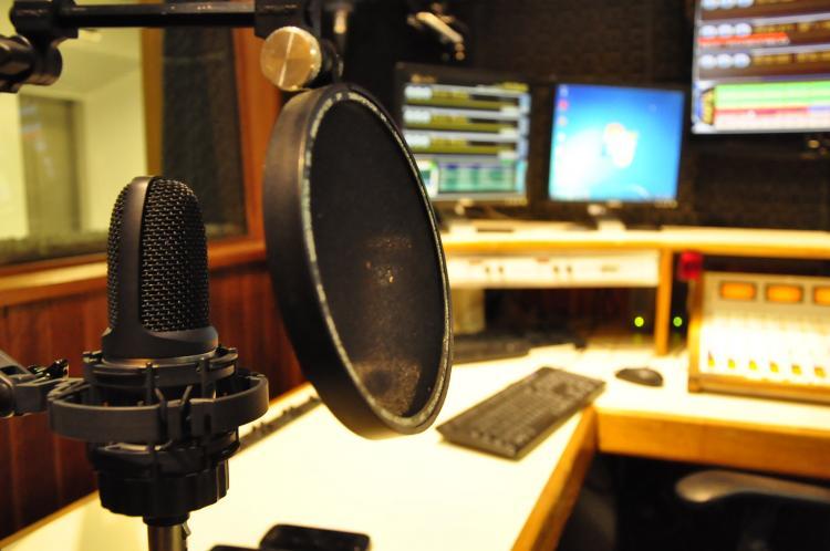 Rádio UNIA dispensa mais de 30 profissionais