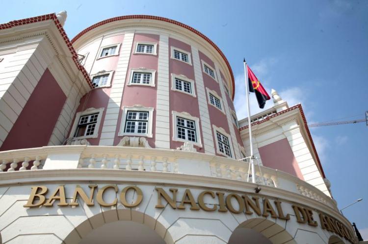 Trabalhadores estrangeiros devem abrir conta em Angola