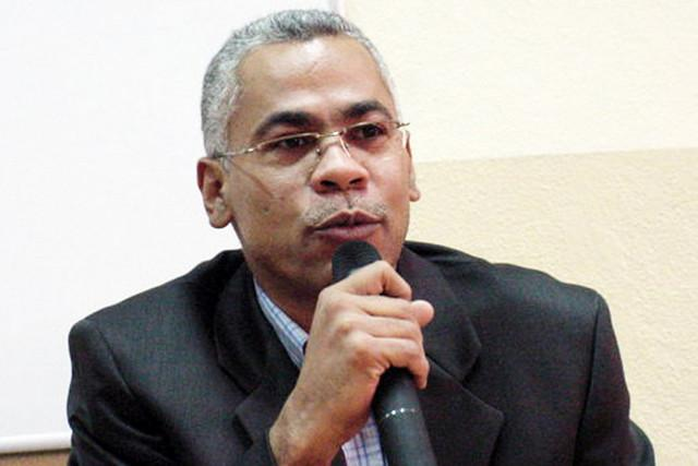 Presidente da AAL defende variante do português angolano