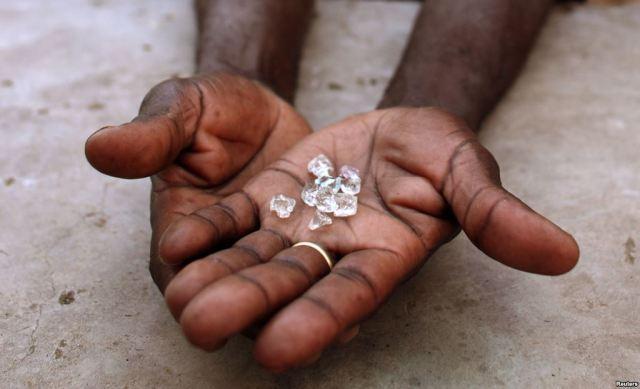 Endiama revê em baixa produção de diamantes