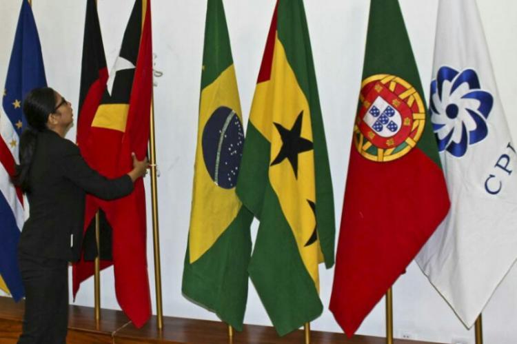 Ministros da CPLP reúnem-se hoje