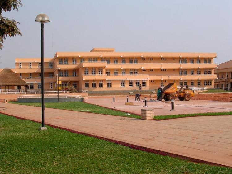 Escola Portuguesa de Luanda suspende aulas presenciais
