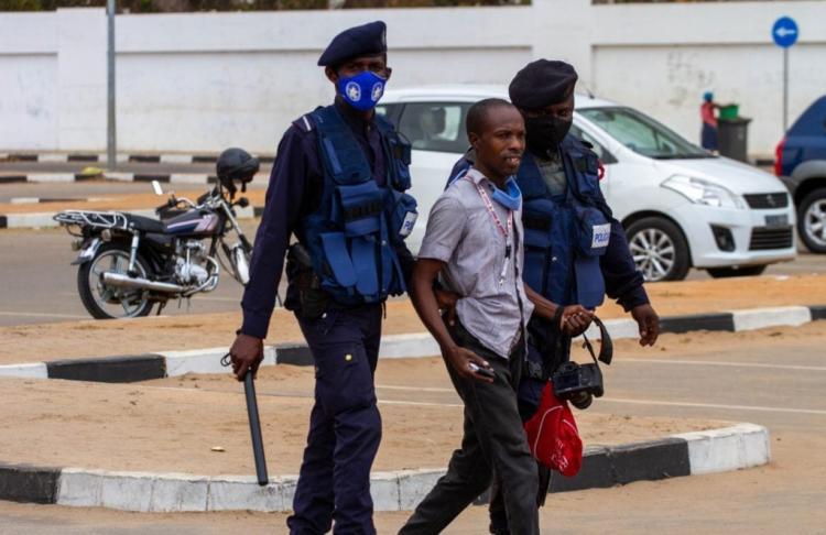 Jornalistas da rádio Essencial relatam actos de agressão