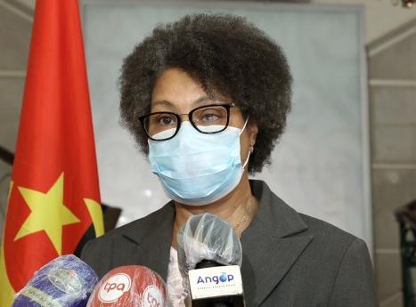Ministra da Educação admite precariedade das condições
