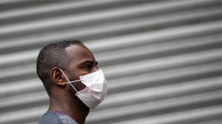 Usar máscara é tão importante como haver uma vacina