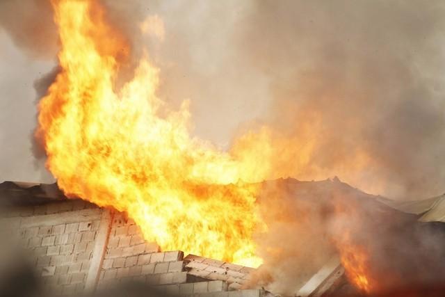 Combustível provoca incêndio domiciliar