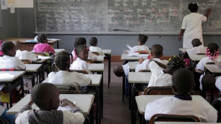 Faltam de mais de mil professores do ensino geral