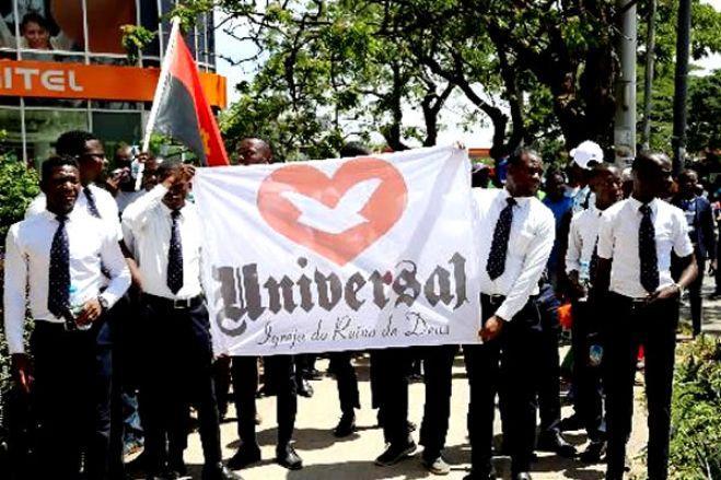 Fiéis da IURD marcham contra reconhecimento da ala dissidente