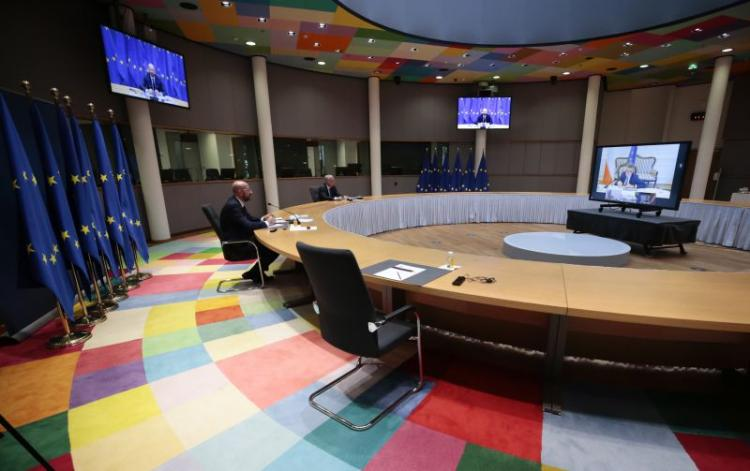 Líderes europeus reúnem-se por videoconferência