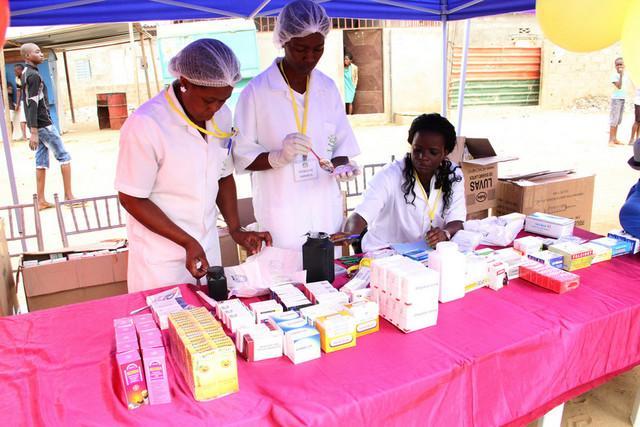 Médicos prestam serviços grátis