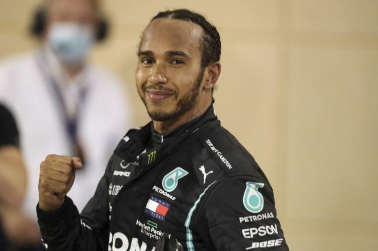 Hamilton em busca do inédito oitavo título