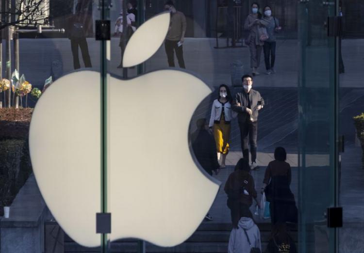 Apple multada por vender telemóveis sem carregador