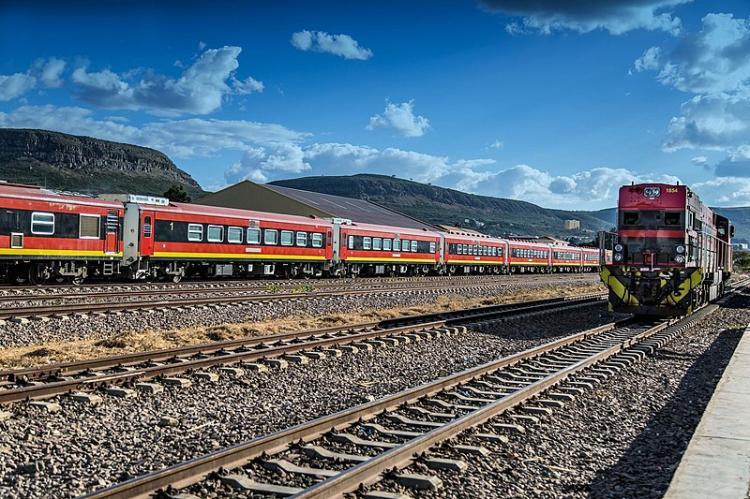 Locomotiva do tipo GE C-30 dos CFL chega a Malanje