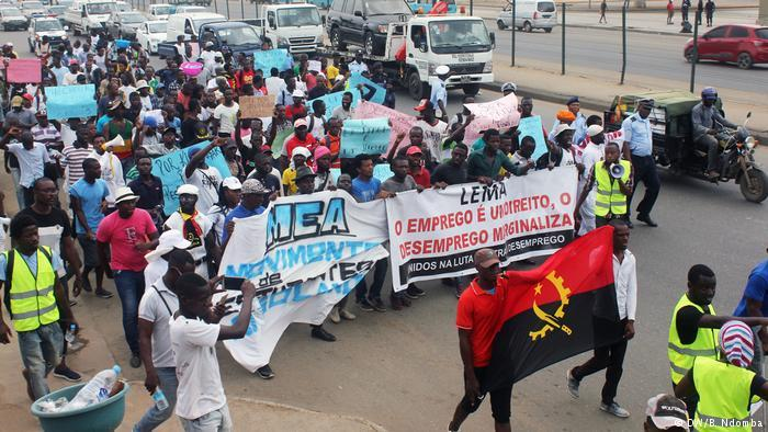 Activistas manifestam-se em todo o país