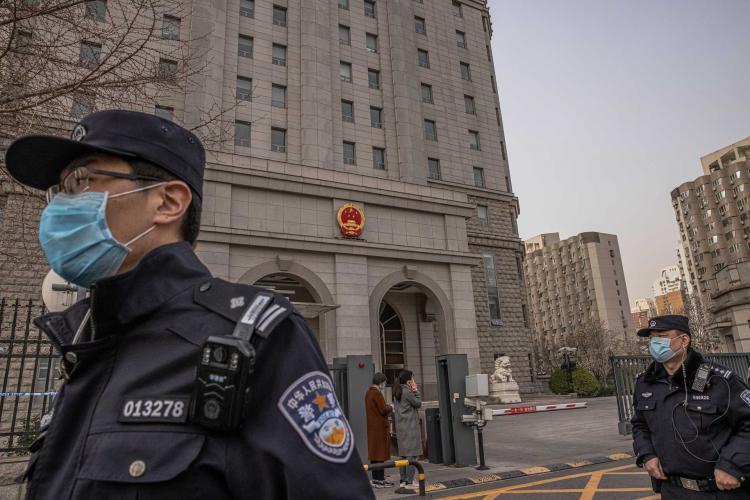 Pelo menos quatro mortos em ataque contra edifício governamental