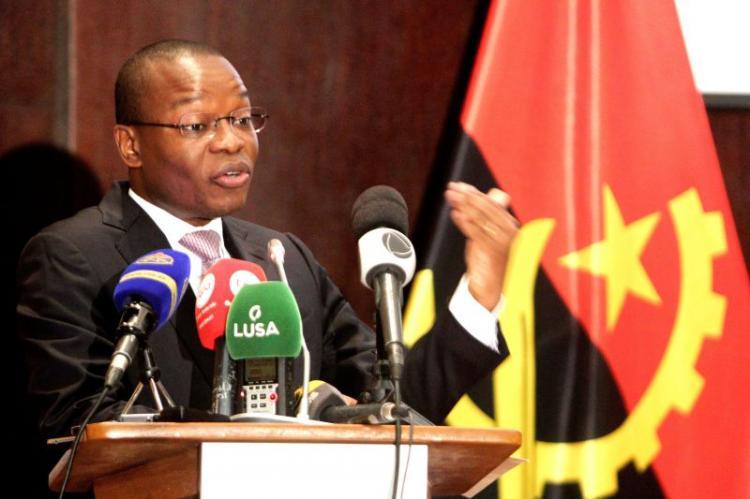 """Angola """"simplifica"""" processos administrativos para """"combater corrupção"""""""
