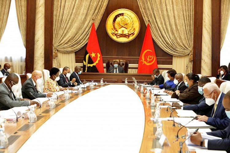 Governo quer 'simplificar' processos administrativos para