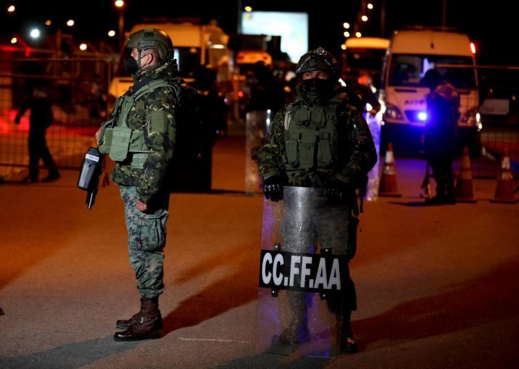 Confrontos deixam 18 presos mortos e polícias feridos