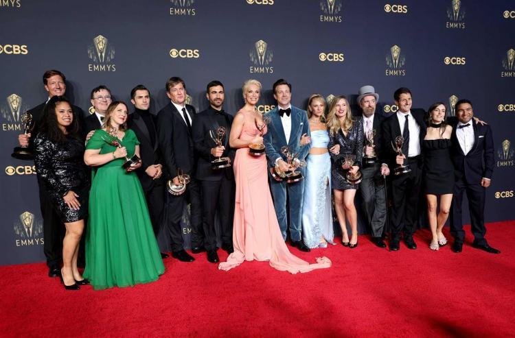 Emmys premeiam duas mulheres na realização