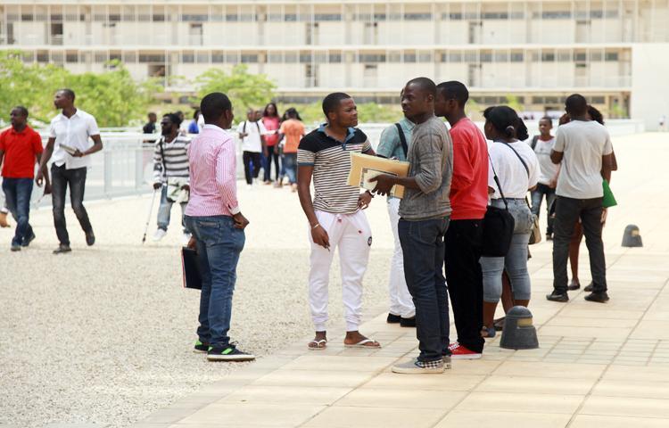 Angolanos recebem 20 bolsas