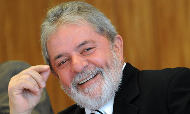 Juiz suspende dois processos contra ex-PR do Brasil